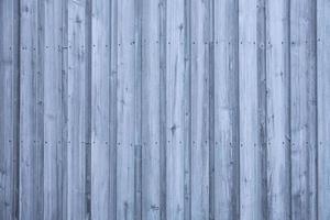 Textura de tablones de madera gris y azul a rayas de la pared de la casa foto
