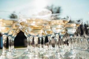 copas de boda para vino y champán foto