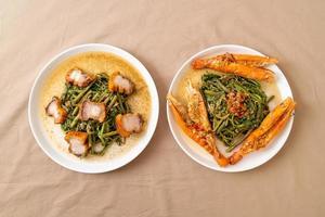 mimosa de agua salteada con panceta de cerdo crujiente y gambas de río foto