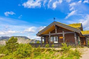cabañas de madera noruega cabañas en la naturaleza paisaje nissedal noruega. foto