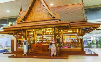 Pasillos y arquitectura Aeropuerto Suvarnabhumi de Bangkok, Tailandia, 2018 foto