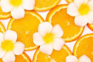 composición de patrón de fruta naranja. Fondo de comida sana de verano. foto