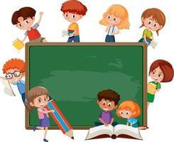 pizarra vacía con muchos niños de la escuela personaje de dibujos animados vector