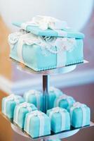 pastel de bodas con tortas turquesas foto