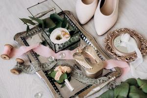 wedding rings with a wedding decor photo