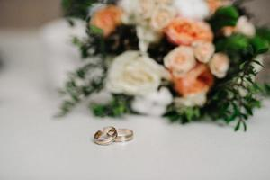 gold wedding rings as an attribute of a young couple's wedding photo