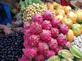 sabroso y saludable caldo de fruta del dragón foto