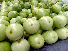 caldo de berenjena de color verde sabroso y saludable foto