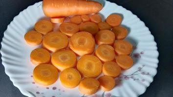 zanahorias frescas, deliciosas y saludables foto