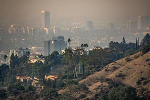 Los Ángeles y los suburbios envueltos en el humo de los incendios de woosle en 2018 foto