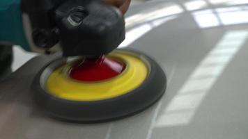revêtement de verre de polissage sur voiture video