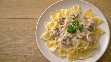 Farfalle pasta with mushroom white cream sauce - Italian food style video