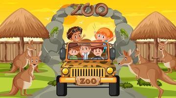 Safari en la escena del atardecer con muchos niños viendo grupo canguro vector