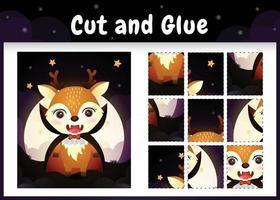 juego de mesa para niños corta y pega con un lindo ciervo usando un disfraz de drácula de halloween vector