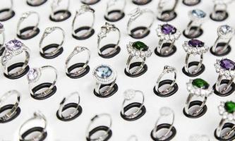 anillos de lujo para mujer foto