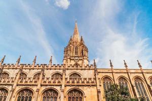 Hermosa arquitectura en la iglesia de la universidad de Santa María la Virgen en Oxford, Reino Unido foto