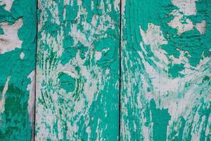 Textura de pintura vieja agrietada sobre tablas de madera. foto