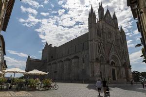 Duomo di Orvieto en la plaza del Duomo, Orvieto, Italia, 2020 foto