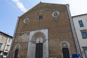iglesia de san francesco en el centro de orvieto, italia, 2020 foto