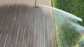 irrigação por aspersão para irrigação de campos cultivados video