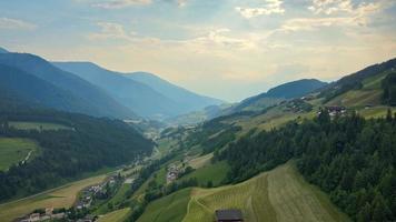 paesaggio di montagna nelle dolomiti video