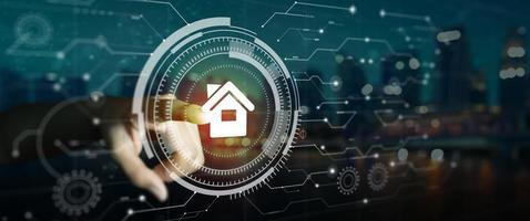 Mano de usuario tocando la interfaz digital circular futurista de automatización del hogar inteligente foto