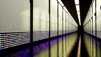 den konceptuella representationen av digitalisering av informationsflödet som rör sig genom rack-servrar i datacentret. video