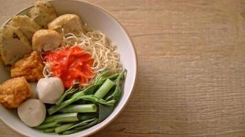 Egg noodles with fish balls and shrimp balls in pink sauce, Yen Ta Four or Yen Ta Fo - Asian food style video