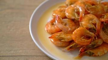 Sweet shrimps is Thai dish which cooks with fish sauce and sugar - Asian food style video
