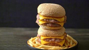 hamburger de porc ou hamburger de porc au fromage video