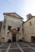 atrio dentro del pueblo de san gemini, italia, 2020 foto