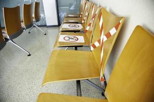 asientos anti covid en el hospital foto