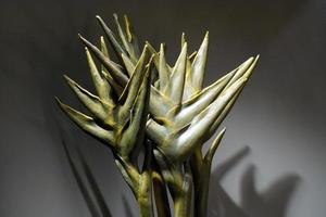 flor artificial hecha con material plástico foto