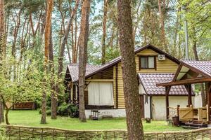 alquiler de vacaciones cabaña en el bosque cabaña en el campo junto al lago foto