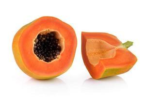 papaya sobre fondo blanco foto