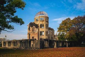 cúpula de genbaku del memorial de la paz de hiroshima en hiroshima en japón foto