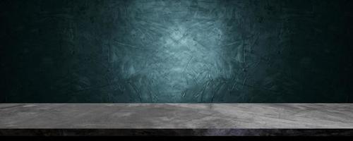 Mesa para presentar y mostrar el producto sobre cemento azul marino y azul marino y fondo de concreación. foto
