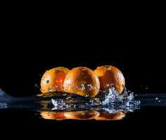 ripe oranges in water photo
