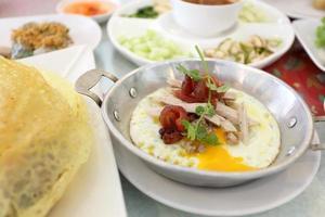 deliciosa comida vietnamita foto