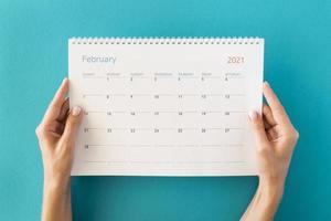 vista superior planificador calendario manos. concepto de foto hermosa de alta calidad