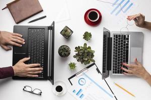 composición de escritorio de oficina de vista superior. concepto de foto hermosa de alta calidad