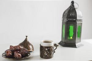 candelabro de café turco con dulces. concepto de foto hermosa de alta calidad