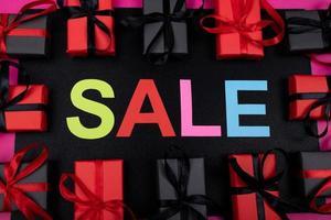 super venta con cajas de regalos realistas foto