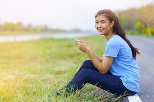 retrato, de, hermoso, niña, en, camiseta azul foto