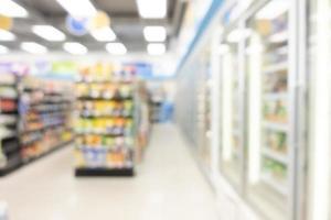 Estante de desenfoque abstracto en minimart y supermercado para el fondo foto