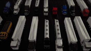estacionamento de caminhão de tiro aerodinâmico durante a chuva video
