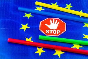 Europe bans straws and plastic tableware because of microplastics photo