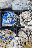 herramientas utilizadas para la pesca industrial con red y cuerda foto