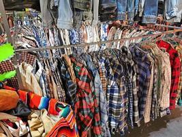 vestidos y blusas vintage de segunda mano foto