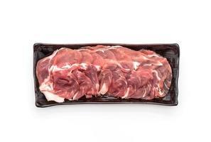 carne de cerdo fresca en rodajas con ingredientes foto